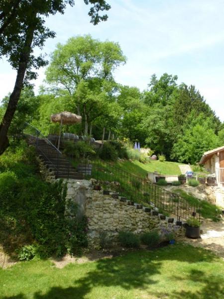 escalier donnant sur le parc et la piscine