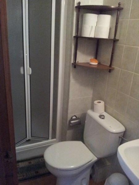 Salle de bain cabine douche et WC