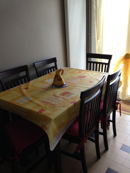 table 6 personne, dans cuisine