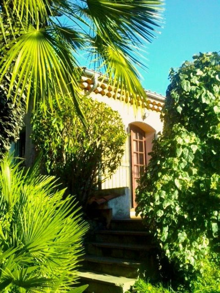Appt F1 indépendant  dans une villa à 3 minutes de la plage d'Agay
