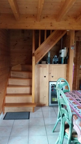 Escalier accés étage Placard privé, mais cave a vin vide dispo Cafetière Nespres