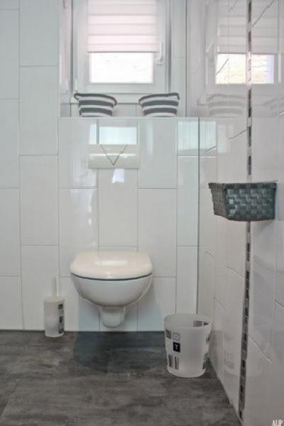 Toilette dans salle d'eau