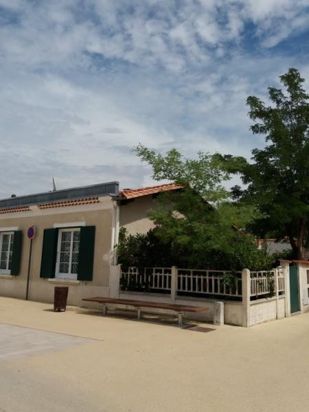 Maison plain-pied sur jardin clos (5 pers.) située au Centre ville, à proximité des commerces et à deux pas de la pla...