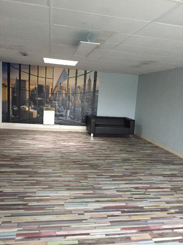 location bureau montigny le bretonneux yvelines 78 95 m. Black Bedroom Furniture Sets. Home Design Ideas
