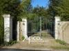 9pièces - 272 m² Belle villa de 272 m² hab sur un magnifique jardin paysagé de 6000 m² proche de Tours. Elle se ...