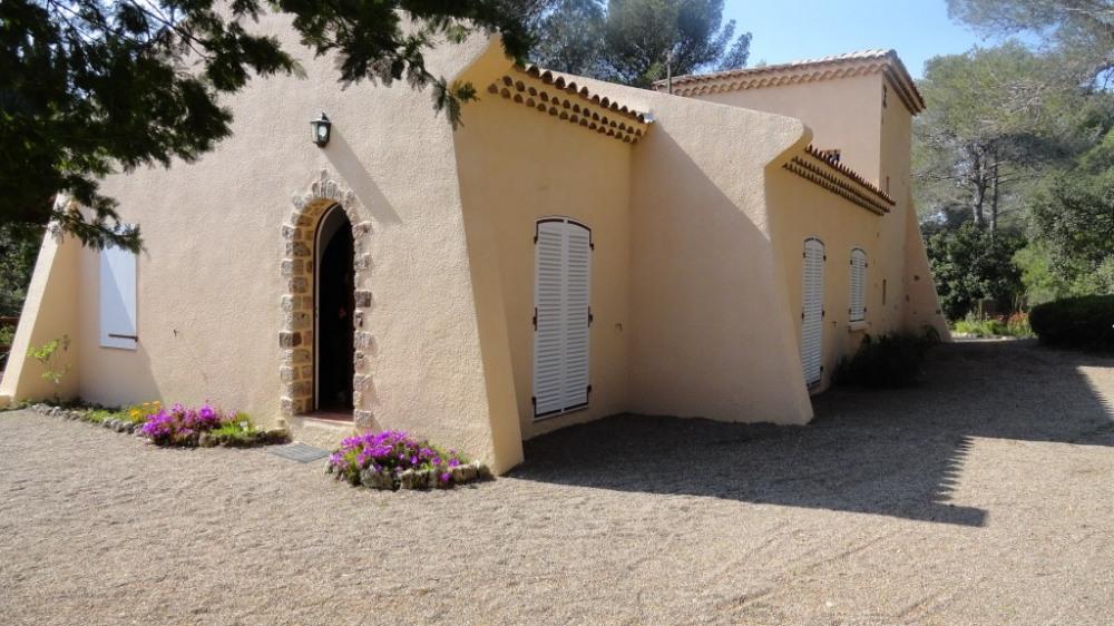 villa et jardin parfait pour les enfants et la pétanque