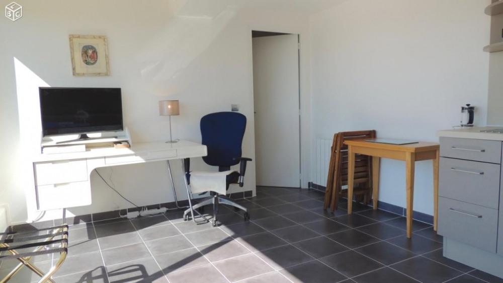 Bureau fauteuil Ecran plat et WI-FI gratuite