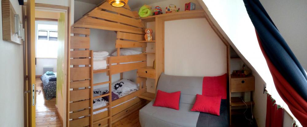 la chambre canapé-lit et lits cabane superposés