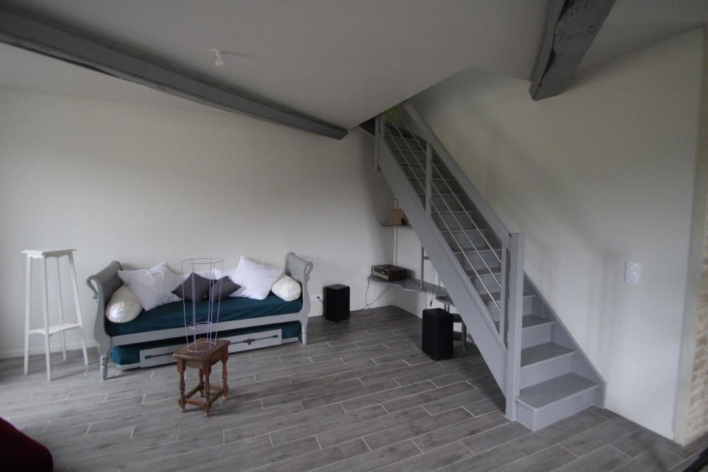 Salle principale et accès étage