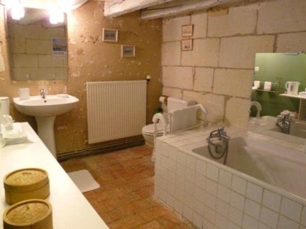 salle de bain de la chambre aux lits jumeaux