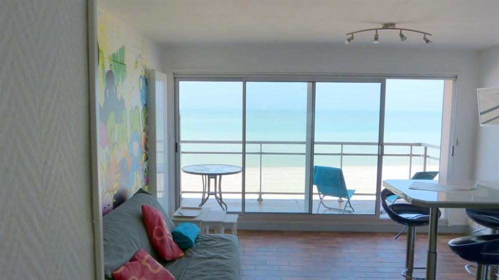 Vue du balcon face plage sur la droite