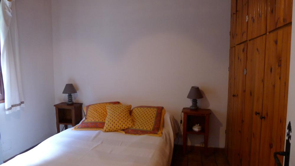 Chambre gauche  avec lit 2 places, climatisation dans la chambre