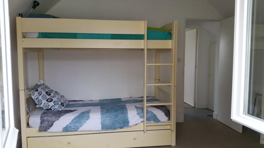 Chambre 2 étage (lit supperposé + lit d'appoint + lit simple (non visble)