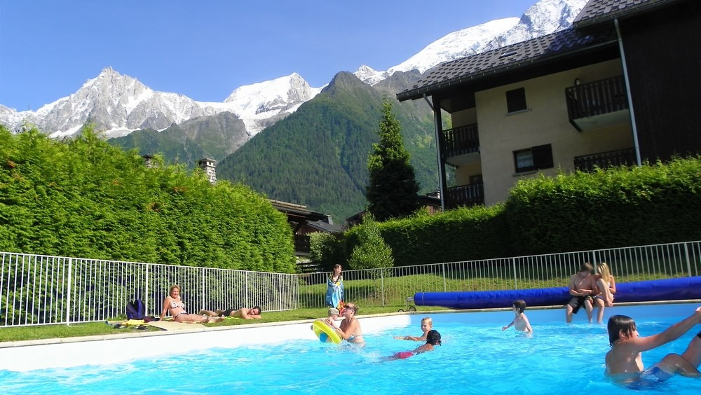 piscine face aux sommets