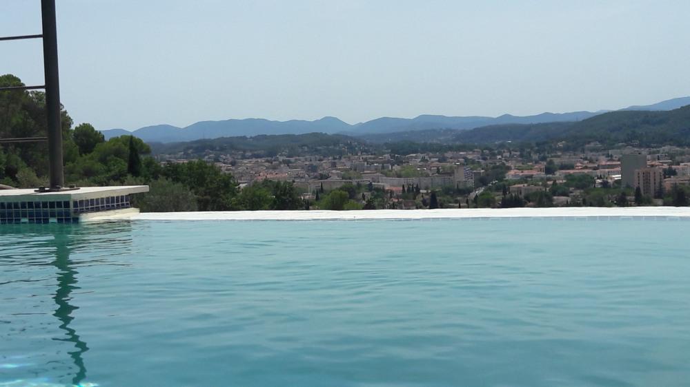 Villa vue panoramique au calme piscine à debordement