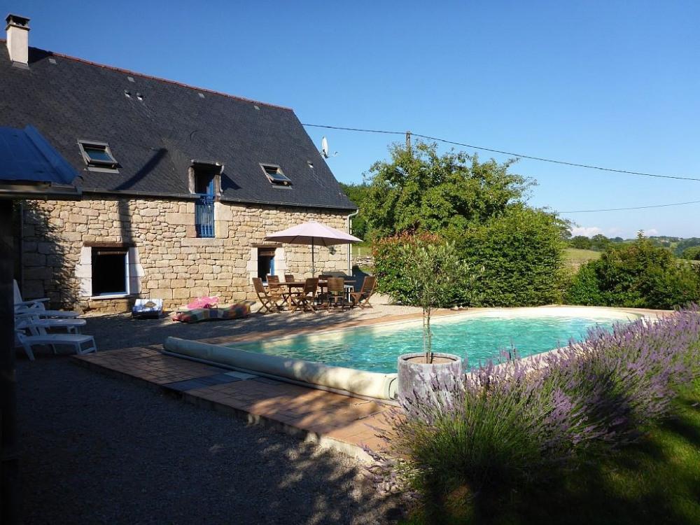 Chez Jean-MI & Marie,Grange rénovée, piscine privée, chauffée entre 2 vallées, Maronne & Dordogne