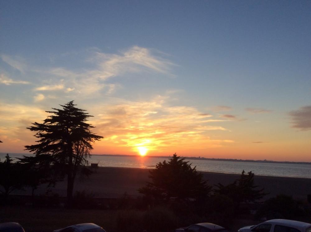 Vue sur la mer-coucher de soleil