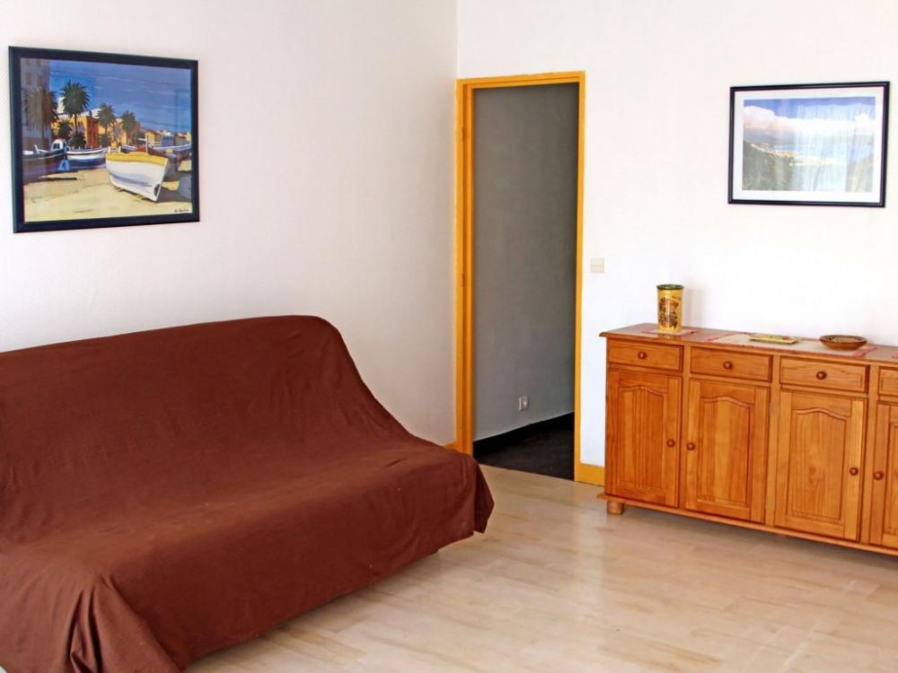 Le canapé lit de droite