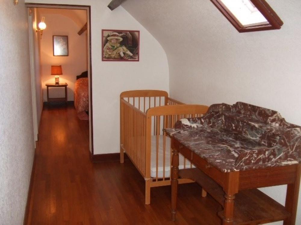 couloir avec lit bébé
