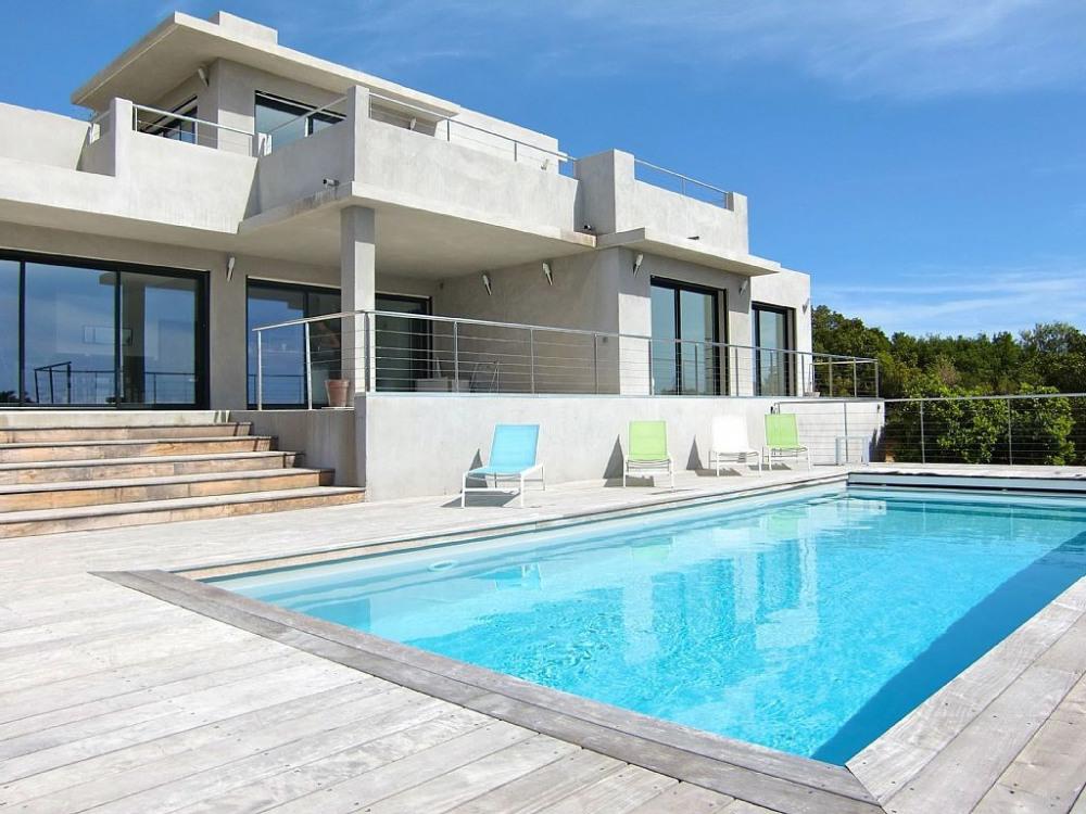 Ma villa sur la mer, comme une ode à la Méditerranée. Chic et intemporelle