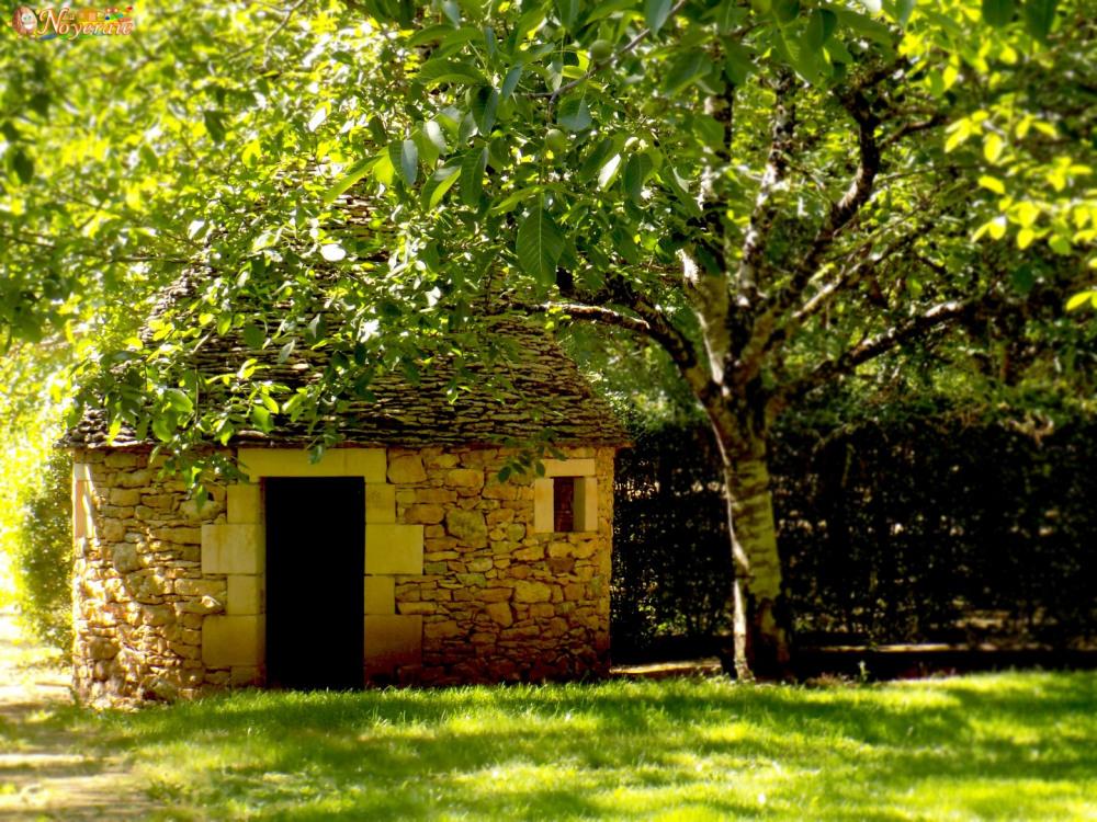 Le domaine et ses cabanes en pierres sèches (bories)