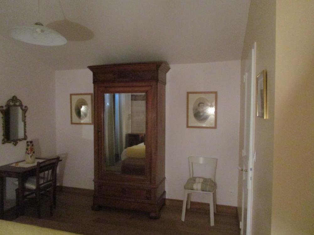 chambre 1 avec salle de bains et WC