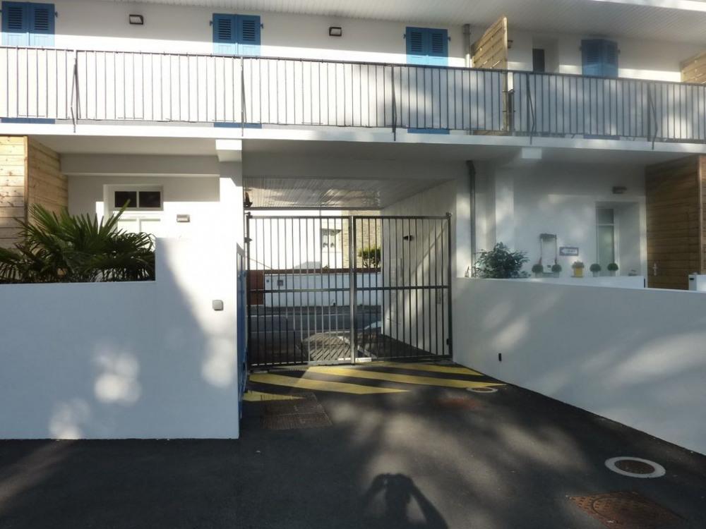 Parking avec portail elect, emplacement réservé, residence, 11 appartements