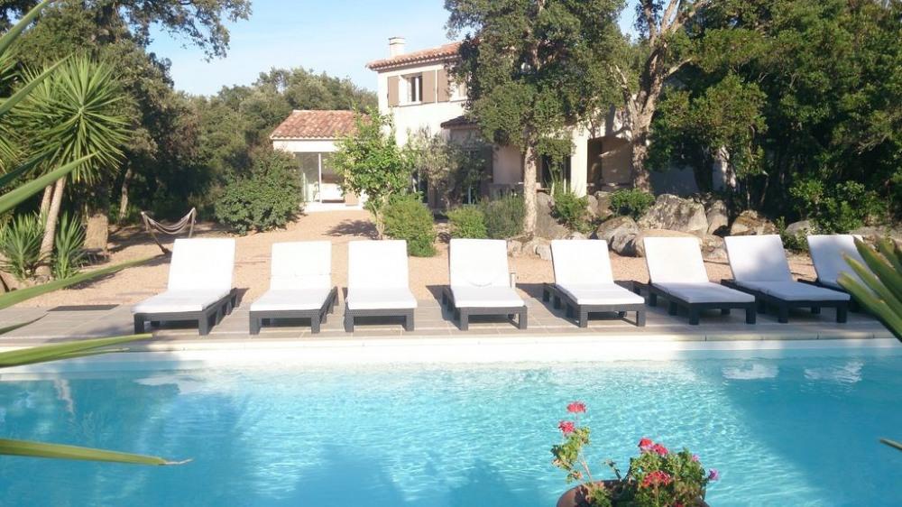 Maison spacieuse climatisée, piscine chauffée privée,  calme avec jardin , plage de sable PINARELLO  à 900 mètres