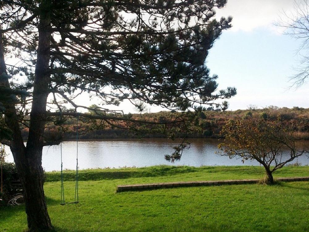 La Héronnière : pleine vue sur la Ria d'Etel et ses oiseaux au bout du jardin