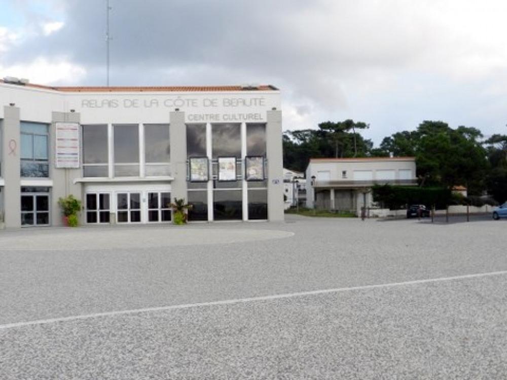 le centre culturel:beaucoup d'animationsonsi