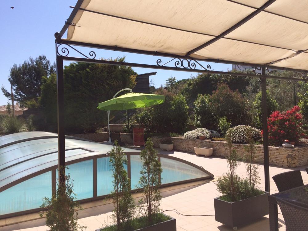 Vue de notre terrasse vers piscine
