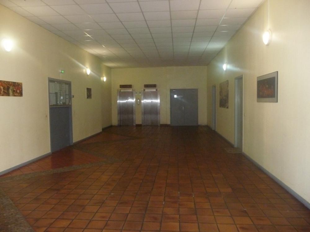 Accés au studio 2 éme étage, 2 ascenseurs