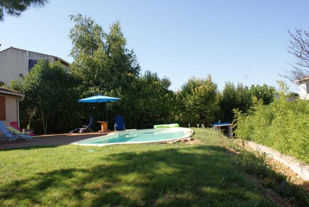 belle villa a louer dans un petit village à 15 minutes de la plage et à 10 minutes de Montpellier avec jardin et piscine