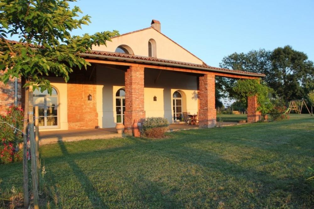 grande maison ancienne à Balma sur 1HA pour 12 personnes