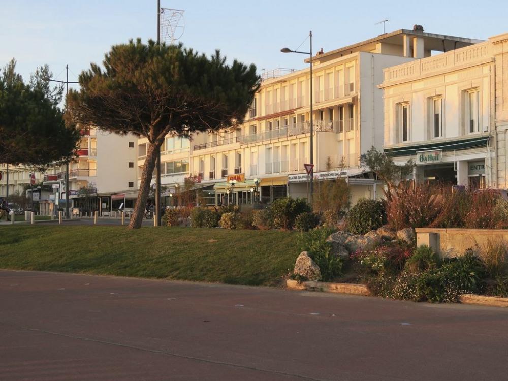 Pontaillac, front de mer  et  commerces
