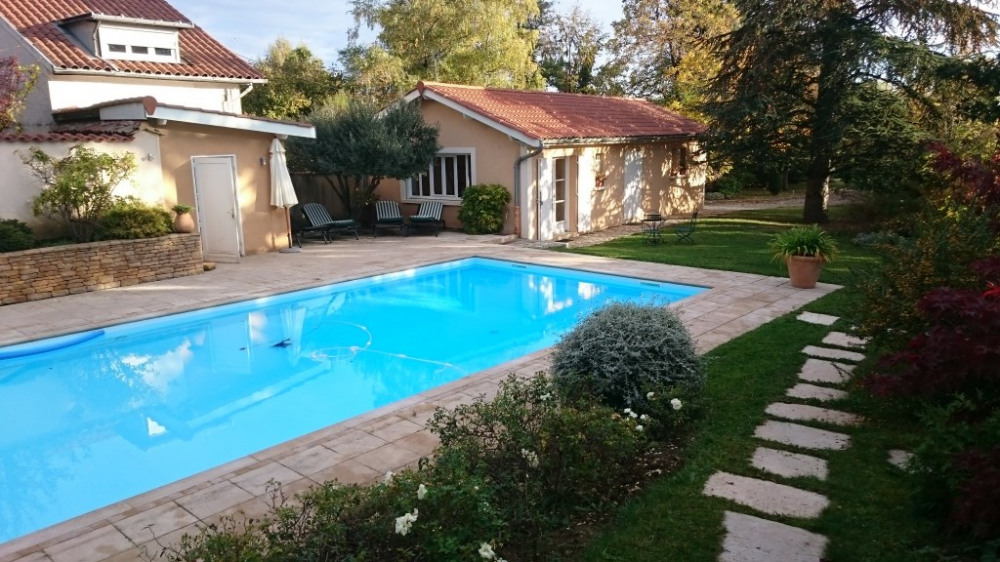 Apartment in Saint-Genis-Laval for 4 people (40m2) - 90602074 ...