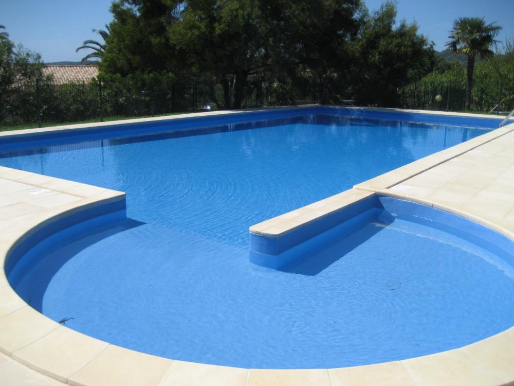 Bassin enfant de la piscine
