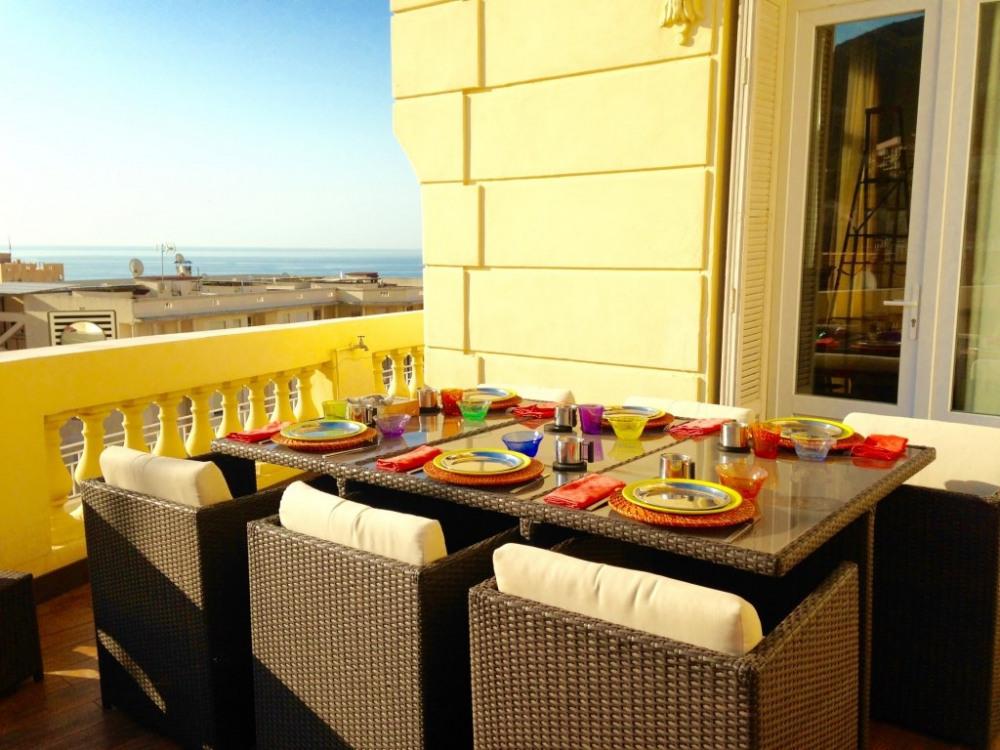 ou petit déjeuner sur la terrasse