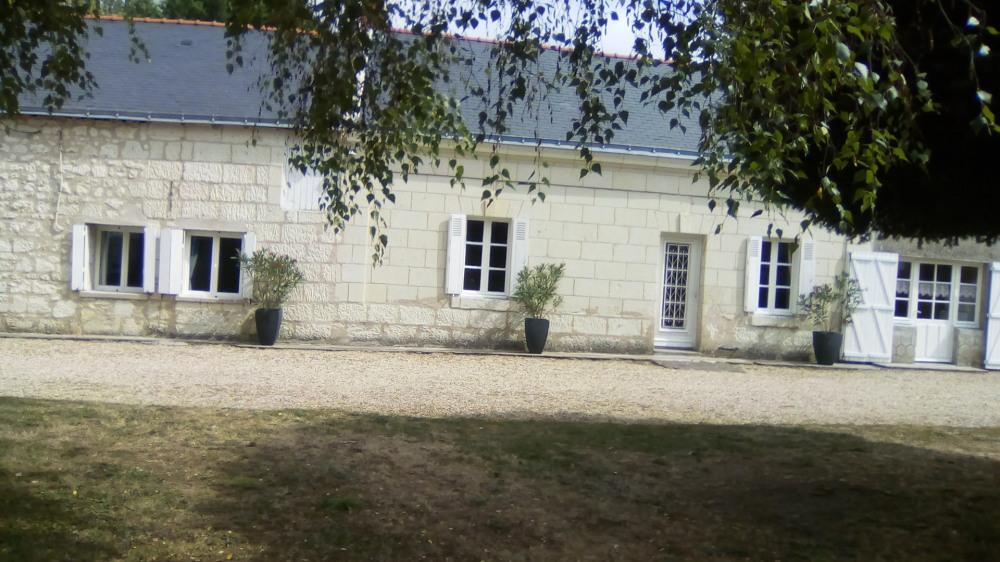 GÎTE LE LIT DE LA LOIRE A 200 m de la Loire location indépendante de 100 m2 proche de Saumur 10 k...