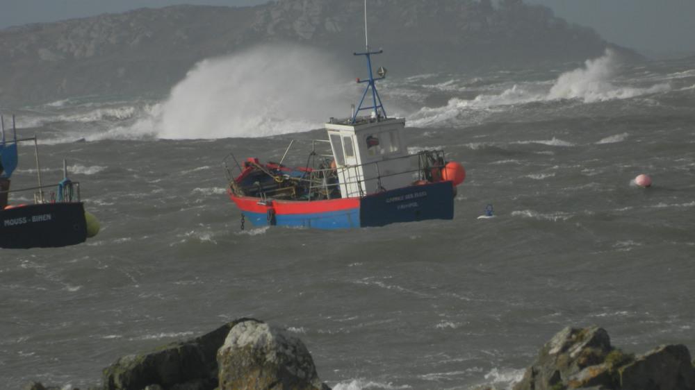 tempete au port de Locquemeau