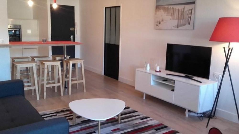 Appartement agréable situé au premier étage de la résidence tout proche des plages, de l'océan et...