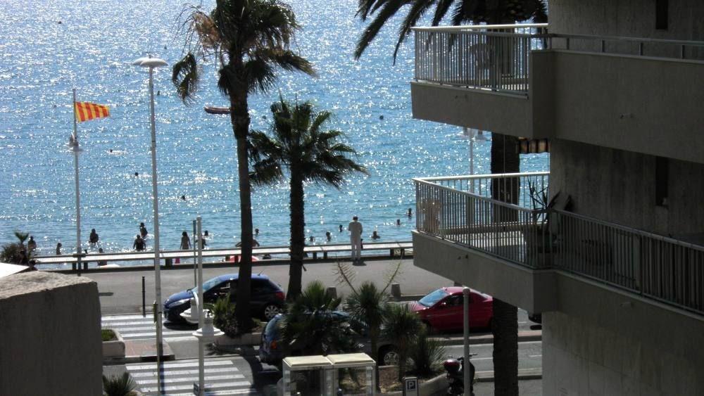 Vue du balcon sur la plage