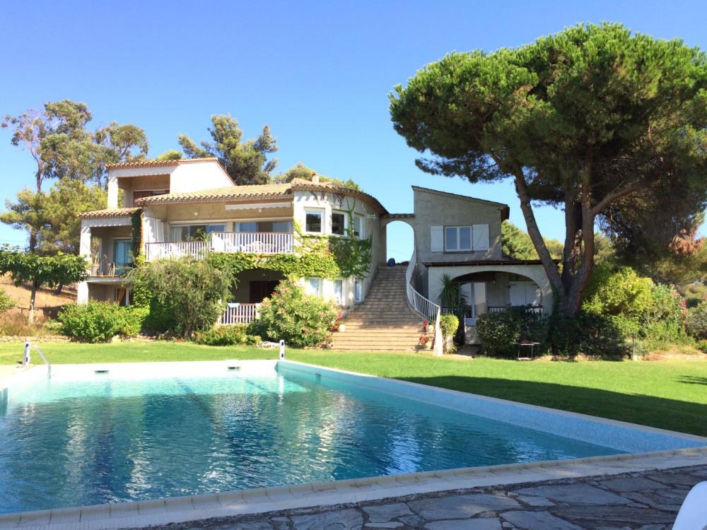 Les Amandiers, maison et piscine