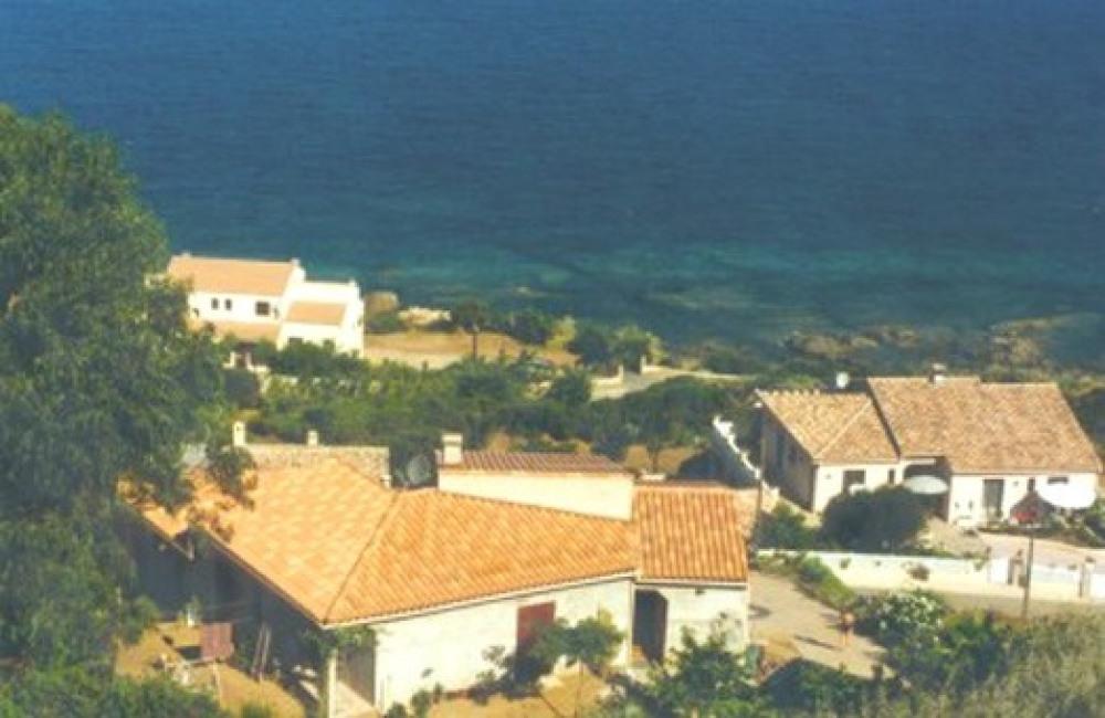 La villa est à 300 mètres de la mer