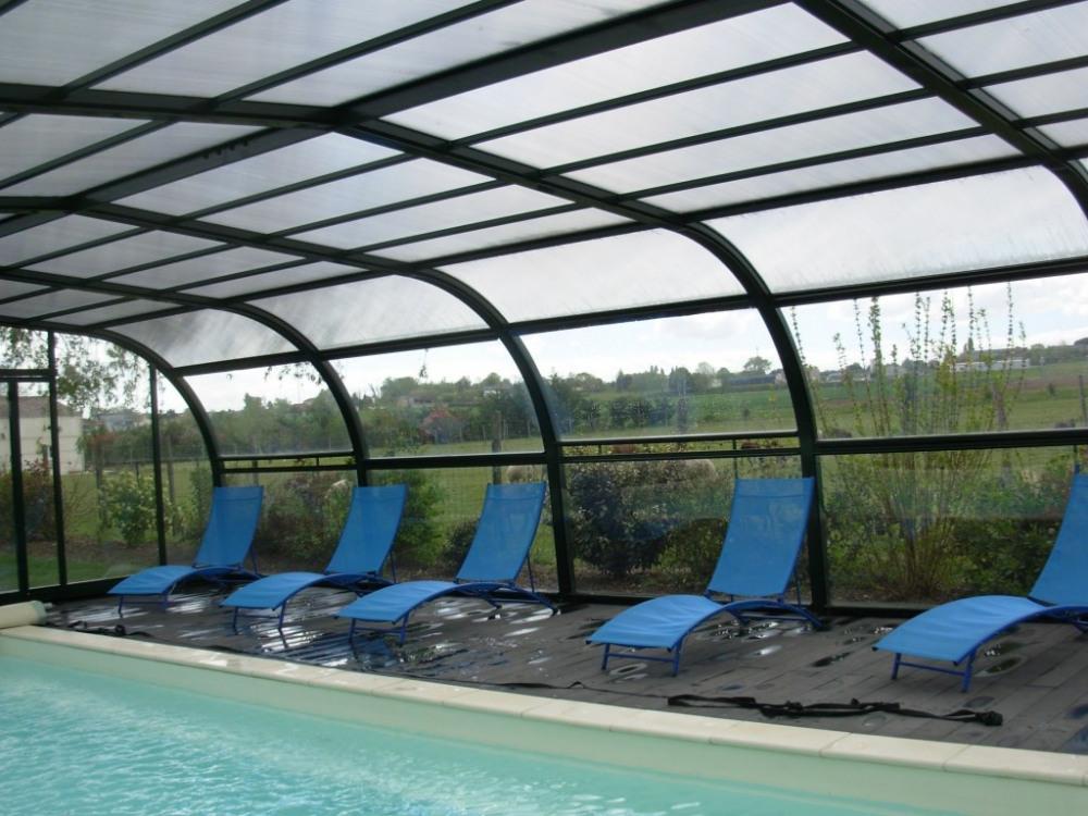 Intérieur piscine privée, couverte et chauffée du 01/04 au 05/11