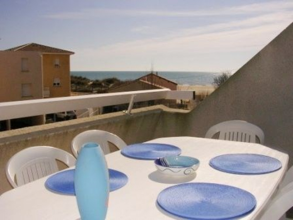 Joli 2 pièces mezzanine, vue mer, à 50 m de la plage.