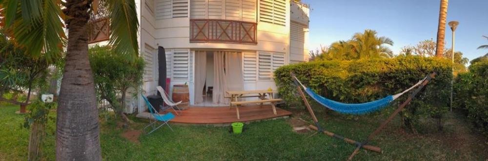 T2 avec jardin de 50 m² avec Table pour repas à l'extérieur