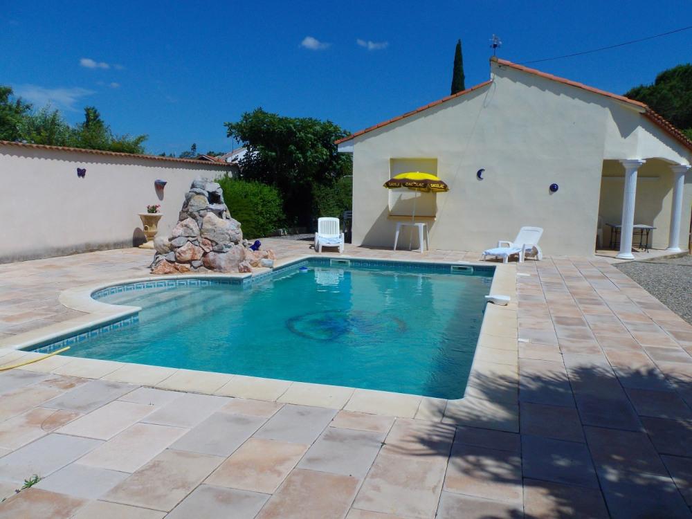 piscine ,escalier roman, cascade