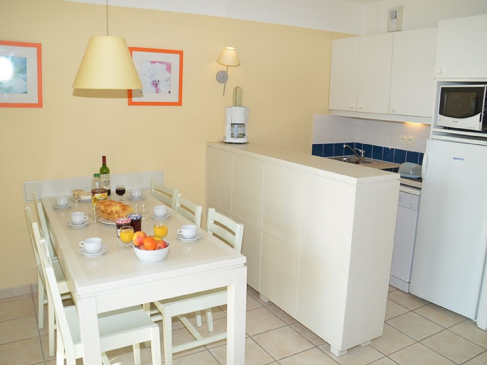 Appartement D006 tout confort dans résidence bord de mer avec piscines chauffées