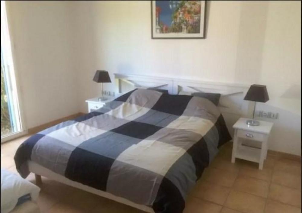 Cette chambre comporte 2 lits (160 et 90)